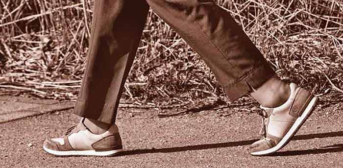 Best-Walking-Shoes-for-the-Elderly